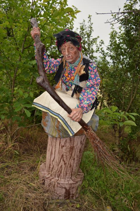 Баба Яга, двигающаяся восковая фигура