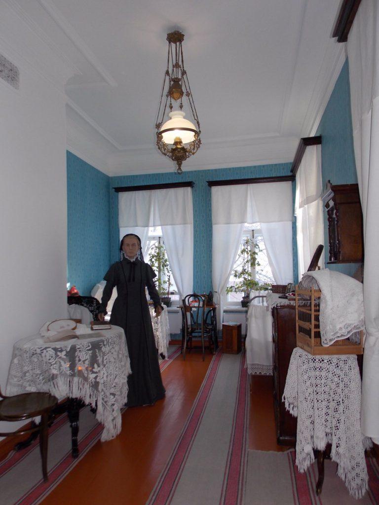 Восковая фигура М. Ульяновой матери ленина в Самарском музее