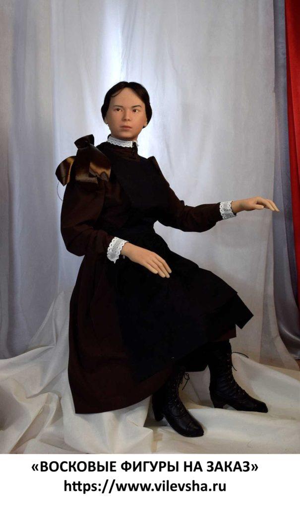 Маняша, восковая фигура для музейной экспозиции